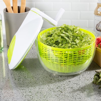 Clear Salad spinner with hand crank