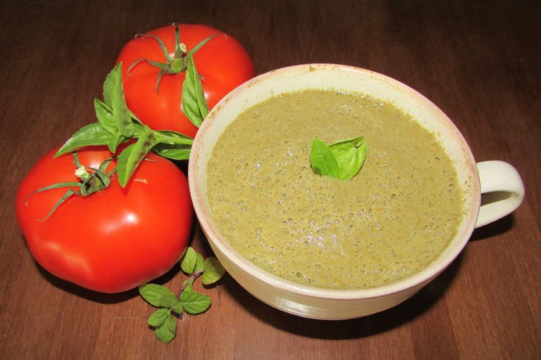 5 Minute Tomato Spinach Basil Soup