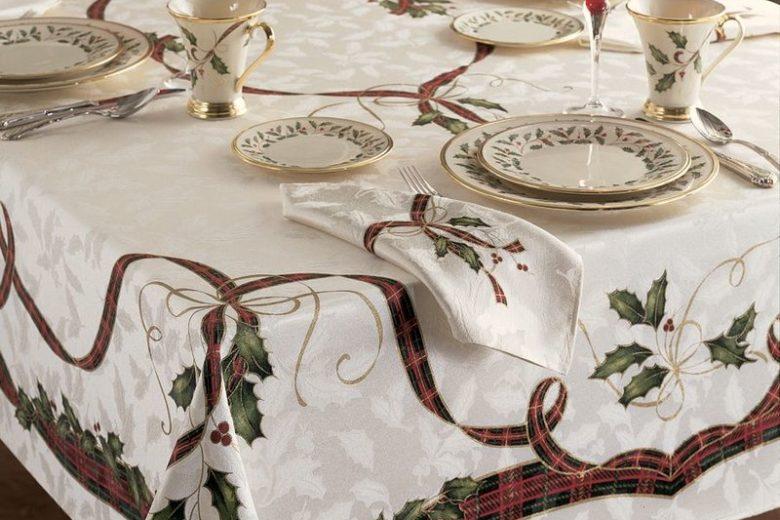 Lenox Holiday Nouveau Holly Dinner Table Decor